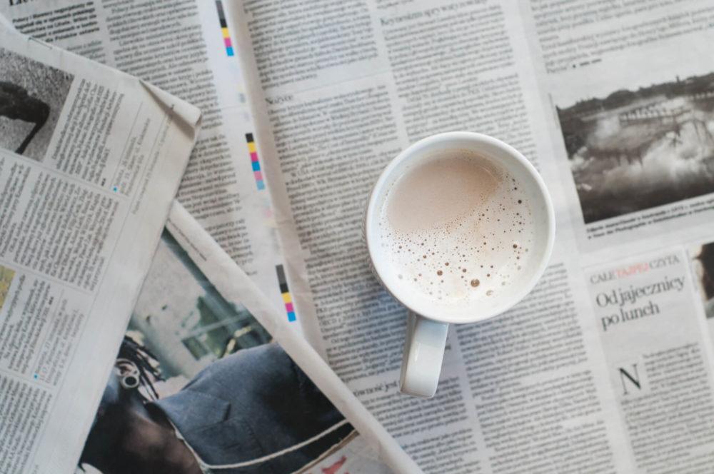 biala kawa gazety