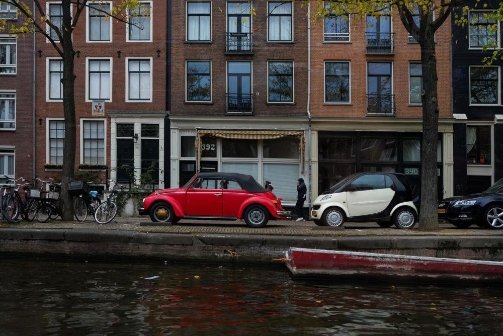 czerwone auto amsterdam