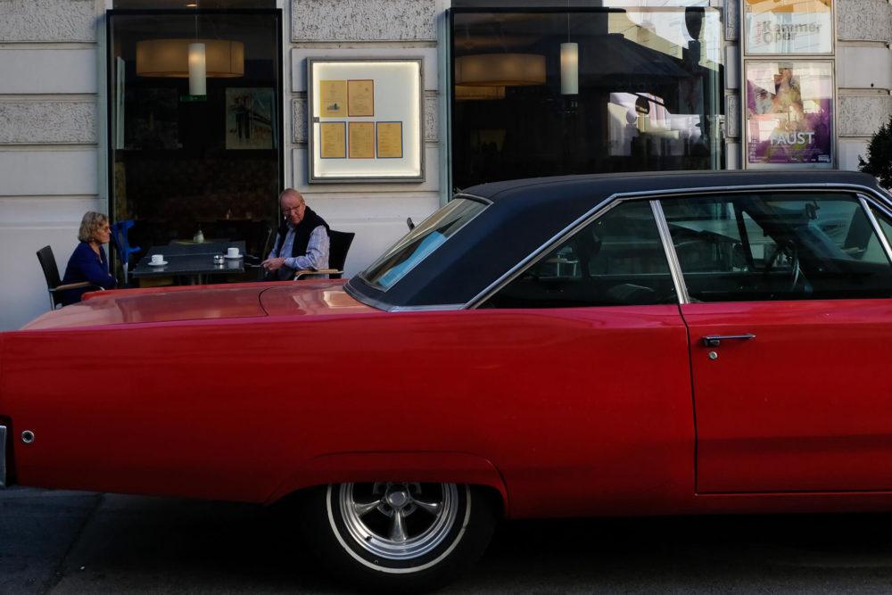 czerwony samochod