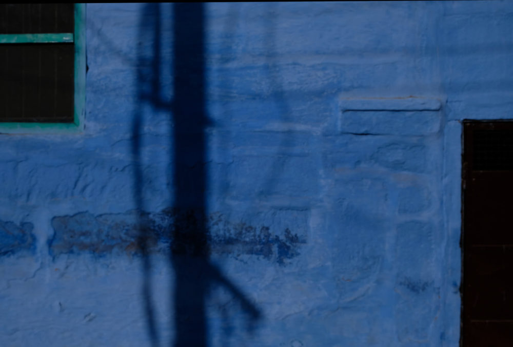 niebieska sciana indie