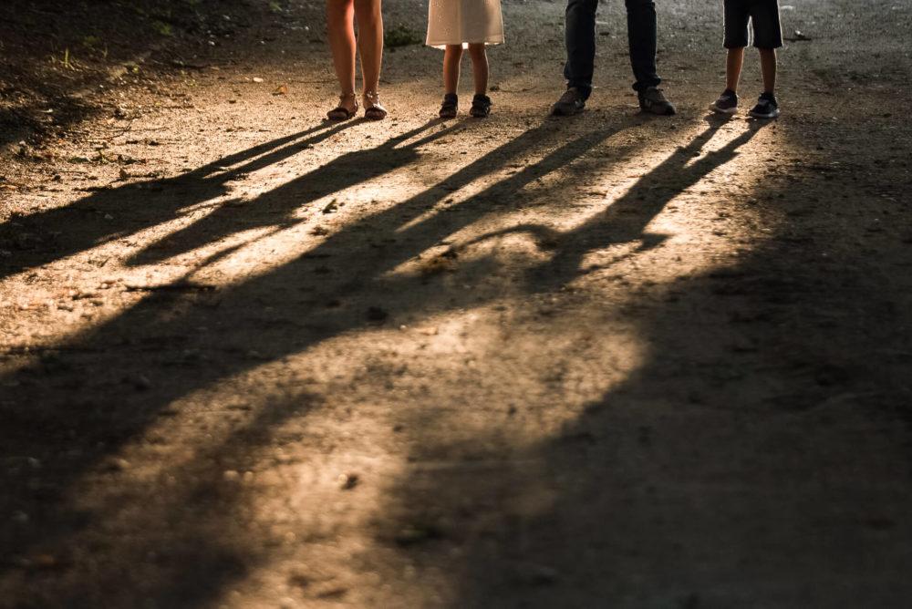 rodzina nogi cienie