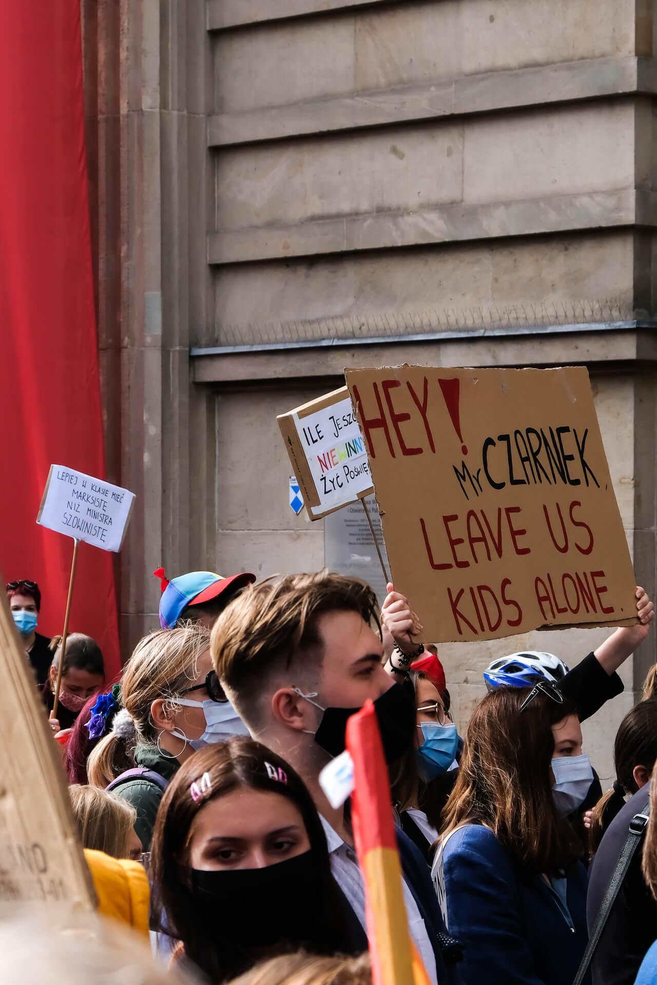 protest przed MEN przeciwko powołaniu Czarnka