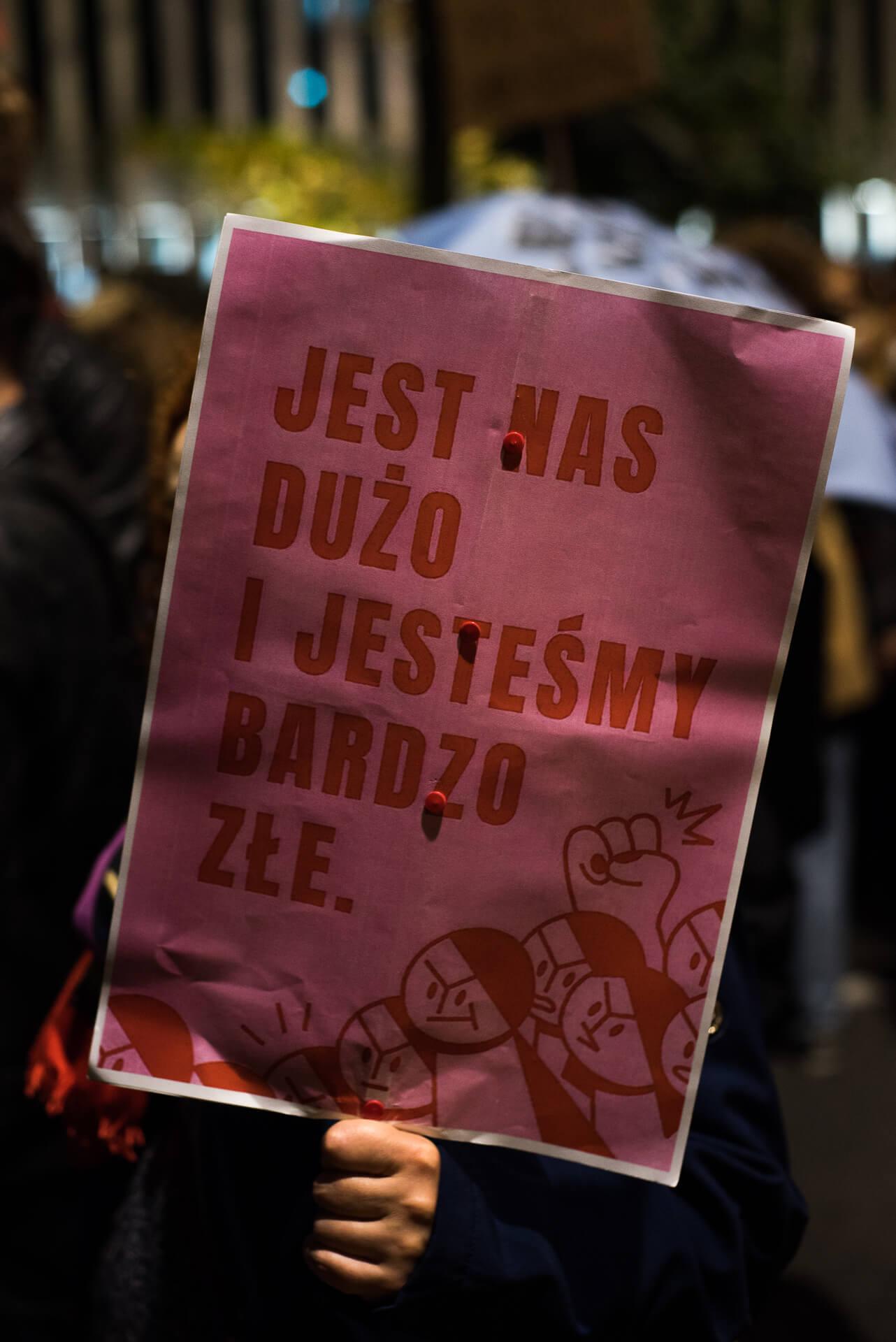 strajk kobiet Warszawa, jest nas dużo i jesteśmy bardzo złe