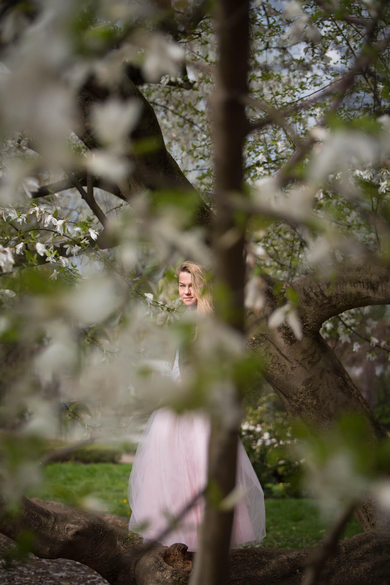 Kobieta w tiulowej sukni
